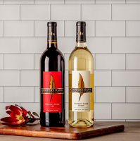 Cooper's Hawk Red and White Wine Gift Set